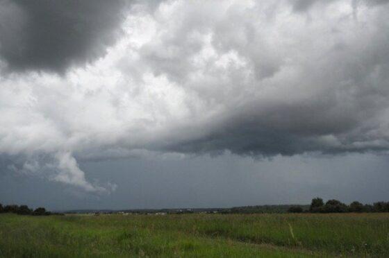Stürme In Nordfrankreich Verwalten Zu Zugunterbrechungen Ansonsten Stromausfällen